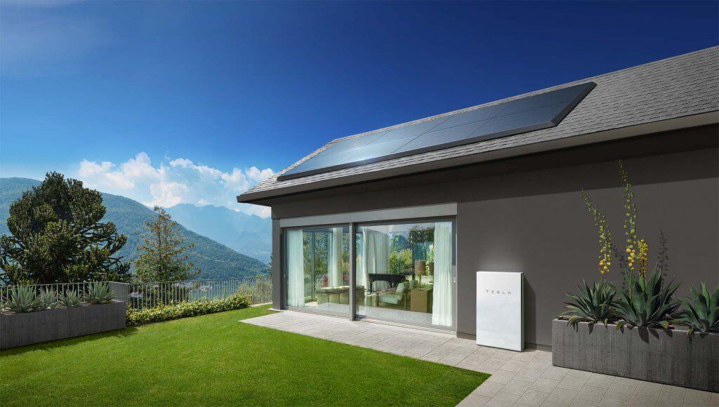 Die Tesla Powerwall speichert den von Ihnen produzierten Strom. Sie gibt ihn ab, wenn und wann Sie ihn brauchen.
